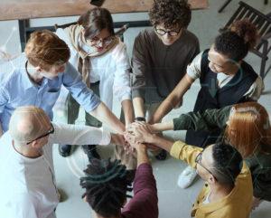 Equipe engajada em implementação de soluções tecnológicas